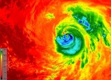 Image de l'ouragan Matthew prise par le satellite Sentinel 3 montrant la température des nuages au sommet de la tempête, à environ 12 km de la surface de l'océan, à environ  -80°C à l'extérieur de l'œil, comparée au 25°C au niveau de la mer dans le golfe du Mexique, où il est relativement calme (Credit ESA)